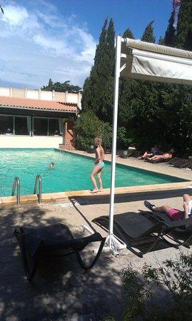 Hotel Restaurant Les Cedres : Pool