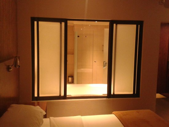 Euphoria Golf Estate & Hydro : Bathroom (bedroom view)