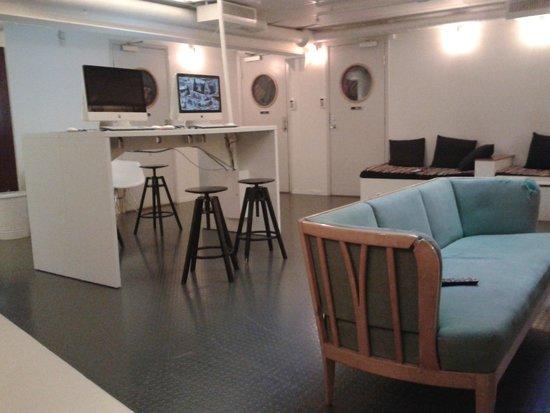 City Backpackers Hostel: Gemeinschaftsraum mit PCs