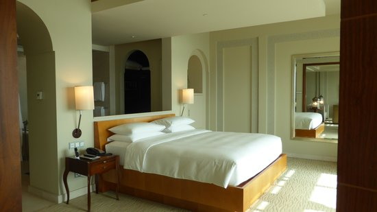 Park Hyatt Dubai: The bedroom