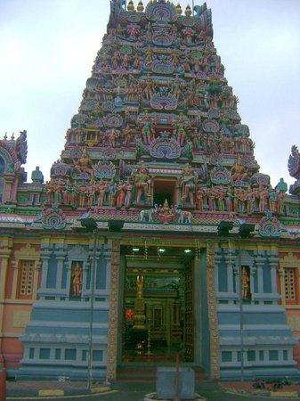 Little India - Kuala Lumpur: Gopuram of Sri Kandaswamy Temple