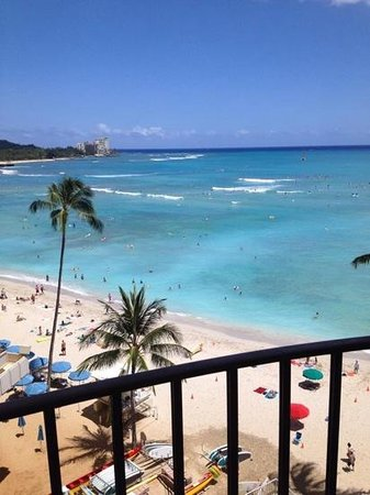 Outrigger Waikiki Beach Resort: Our view from rm 622, deluxe ocean view room