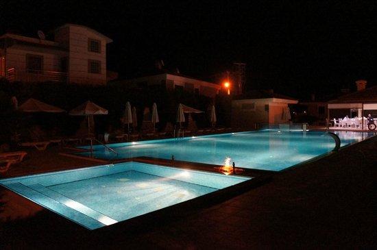 Kamer Suites & Hotel : Havuz