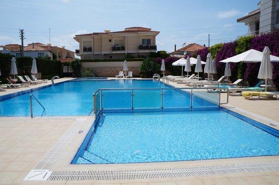 Kamer Suites & Hotel: Havuz
