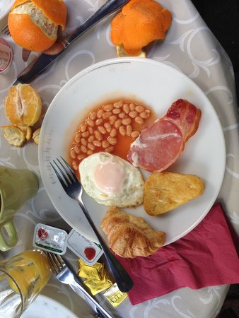 72qt Guest House: Great breakfast that was served quickly both days