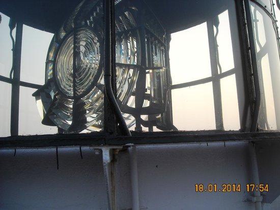 Vizhinjam Lighthouse: Light reflector