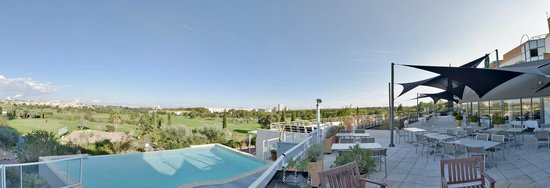 Quality Hotel du Golf Montpellier Juvignac : Outside pool and terrace