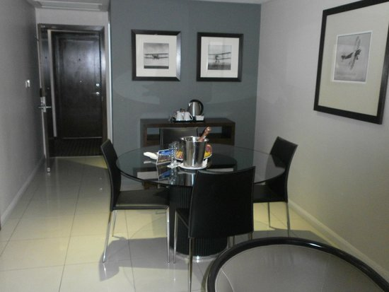 Protea Hotel by Marriott OR Tambo Airport : lounge area suite 509