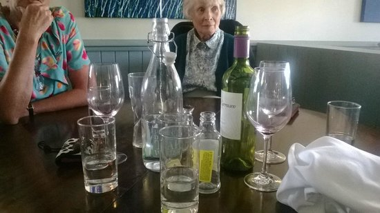 The Holcombe Inn: glasses, uncleared and ignored. I had to ask them to be cleared away