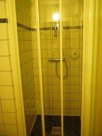 Hotel des Arts Amsterdam: la doccia