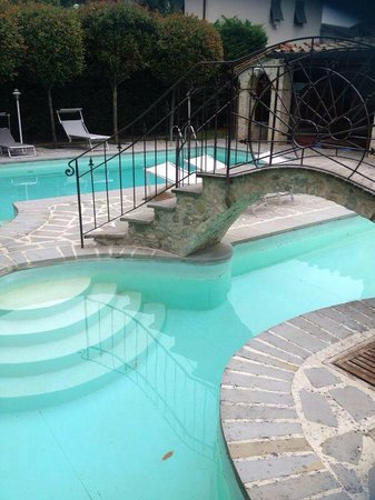 B&B Biribino: La piscina della residenza
