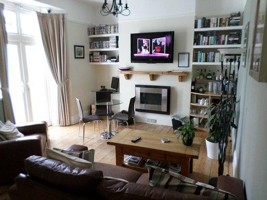 St.Bernards Guesthouse: Guest Lounge