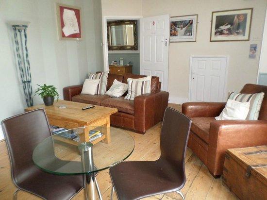 St.Bernards Guesthouse : Guest Lounge
