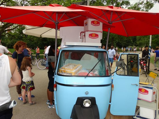 Vondelpark : Ice creams and Hot dogs
