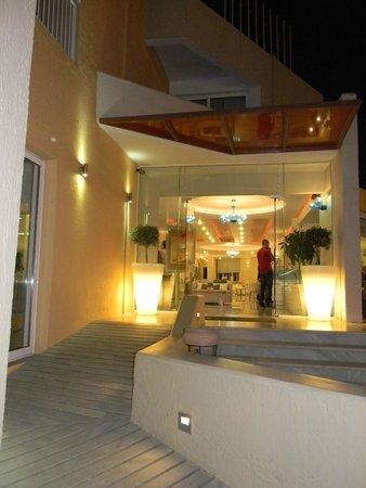 Nefeli Hotel : L'entrée de l'Hôtel