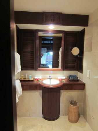 Manava Beach Resort & Spa - Moorea : Salle de bains