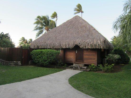 Manava Beach Resort & Spa - Moorea : Bungalow vu de l'extérieur