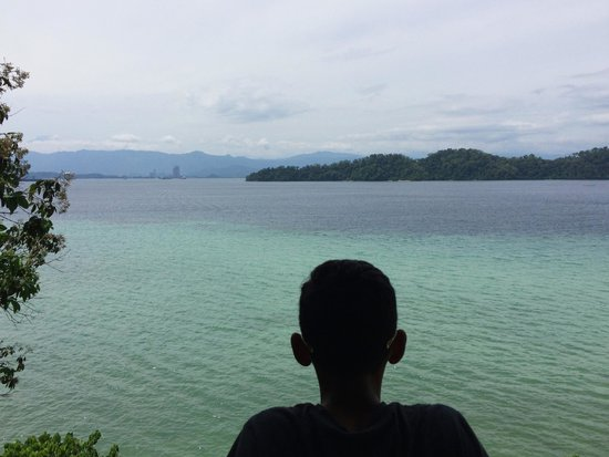Gaya Island Resort: This view from one of the other sea facing rooms (802)