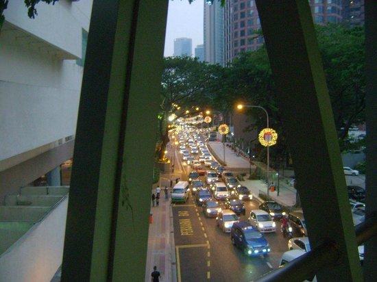 KLCC - Bukit Bintang Pedestrian Walkway : View of road below from the KLCC-Bukit Bintang walkway