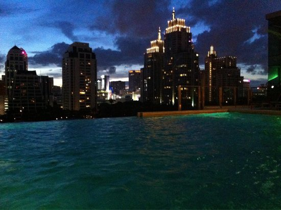 Sivatel Bangkok: Evening swim