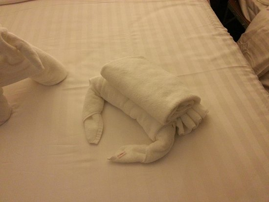 Parinda Hotel: Bedroom Towel Figurines