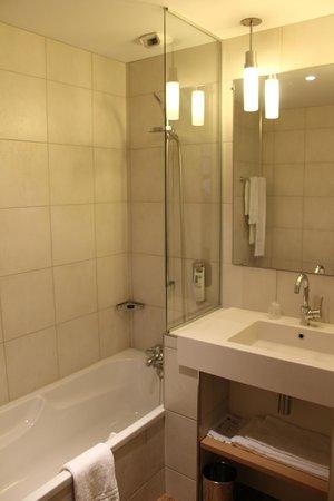 Ibis Styles Cholet : salle de bain