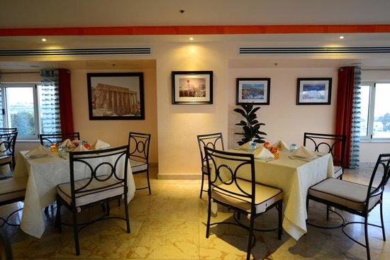 Meejana Lounge : inside the seating