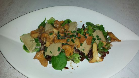 La table de victor : Salade tiede de girolles.copeaux de foie gras.