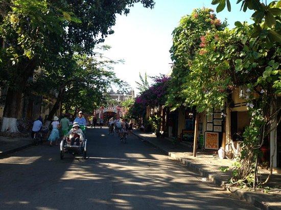 Hoi An Historic Hotel: HOI AN street