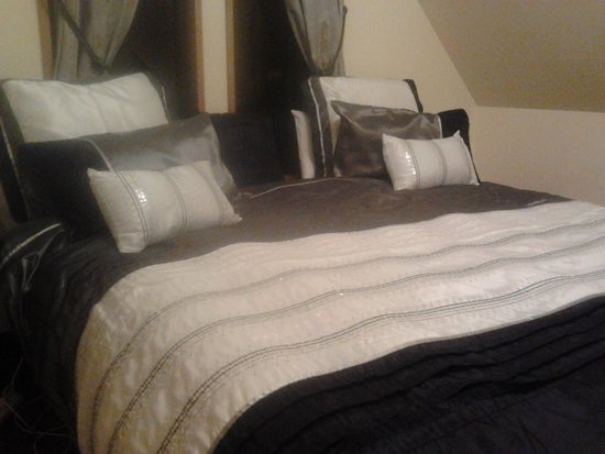 StoneBridge Function Venue Limited : One of the comfortable double beds