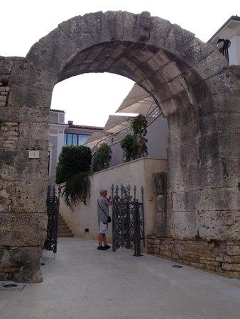Gate of Hercules (Porta Herculanea)