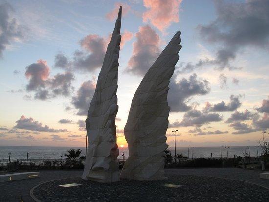 белые крылья надежды - Picture of Victory Monument ...