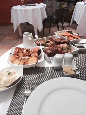 Ibiza Rocks House at Pikes Hotel: Sunday Roast