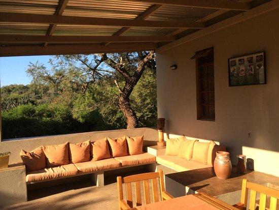 Madi a Thavha Mountain Lodge : heerlijk terras bij een van de huisjes