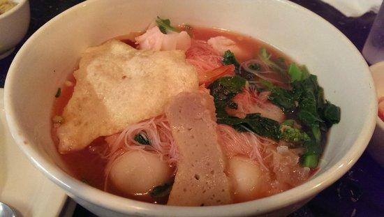 King Of Thai Noodle: Tofu, fish cake balls, choy sum, & rice noodle