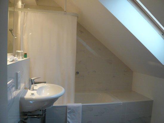 Grand Hotel Europe: Quaint bathroom