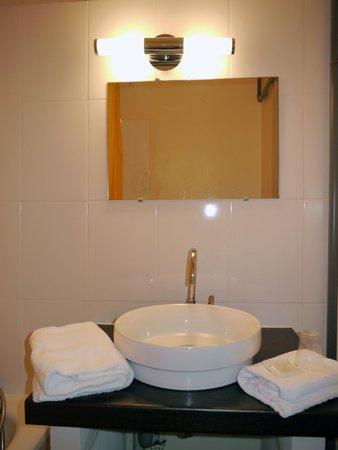 Hotel Ambassadeurs : salle de bain