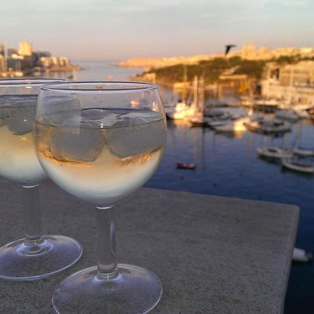 Bayview Hotel & Apartments: early evening drinks on the balcony overlooking Sliema harbour
