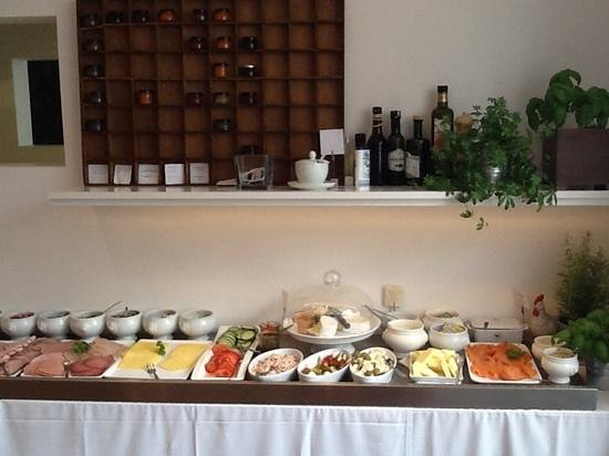 Burgblick Hotel: part of the fresh breakfast buffet