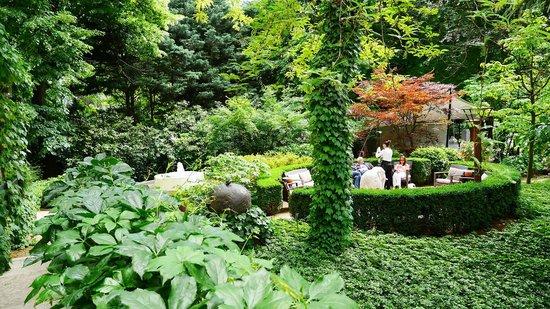 Parkhotel Laurin: Garden lounge