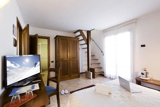 camera con soppalco - Picture of Hotel Pizzalto, Roccaraso ...