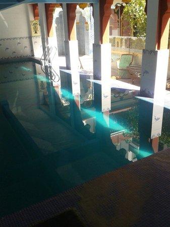 Krishna Prakash Heritage Haveli : Swimming pool