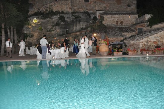 Aia Vecchia di Montalceto : matrimonio in piscina, wedding on swimming pool