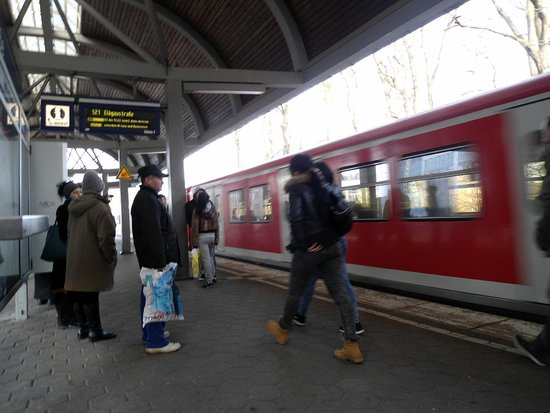 GHOTEL hotel & living: Estación de metro