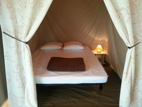 Camping Loire et Chateaux : Chambre bungalow toilé