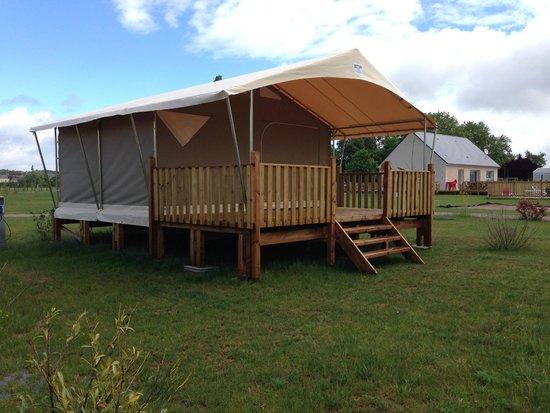 Camping Loire et Chateaux : bungalow toilé 4/5 personnes