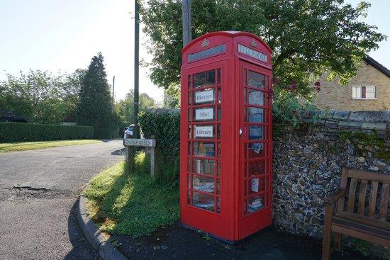 The Red Lion Inn: Hynxton mini library