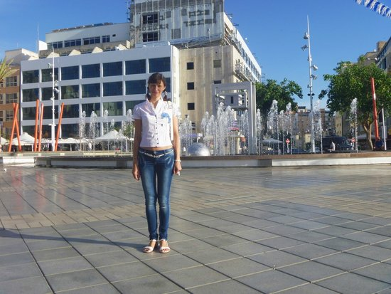 Inter Active Atzmaut Square: Я на площади