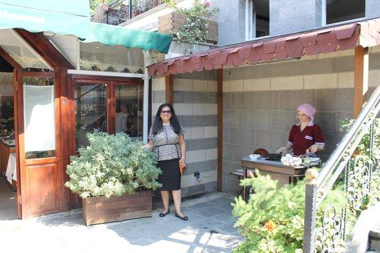 Rose Garden Suites Istanbul: garden area