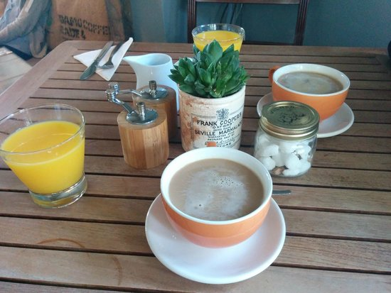 Artist Residence Brighton: Café y zumo con cualquier desayuno
